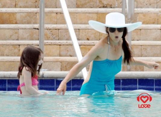 Сури Круз и Кэти Холмс в Майами