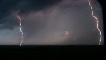 Молния в океанариуме (штат Флорида)
